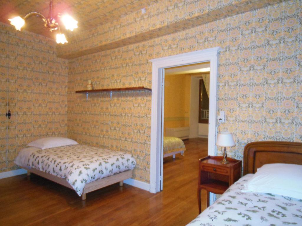 La chambre L'Orée du Bois et ses deux lits d'une personne