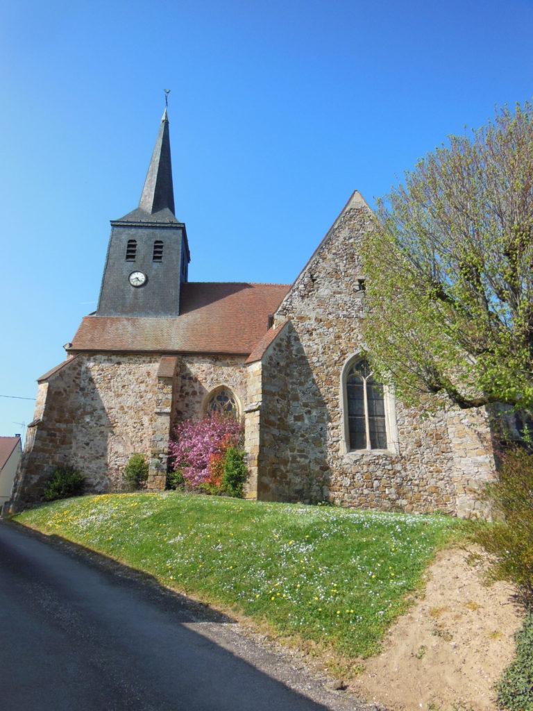 La charmante église de La Louptière-Thénard, située en haut d'une ruelle en pente